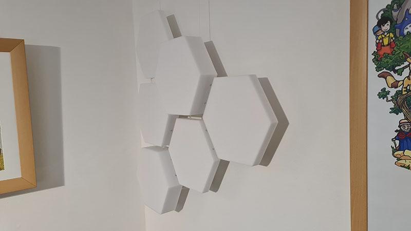 Hängekonstruktion mit Basotect-Waben